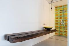 bagno giallo moderno foto stock ? 130 bagno giallo moderno ... - Lusso Estratto Lavandino Del Bagno