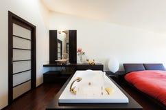 Appartamento di lusso interno, Jacuzzi Fotografie Stock Libere da Diritti