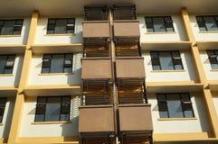 Appartamento fuori del portico di vista Fotografie Stock