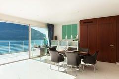 Appartamento interno e moderno Fotografia Stock
