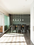 Appartamento interno e moderno Fotografia Stock Libera da Diritti