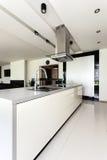Appartamento urbano - interno della cucina fotografia stock