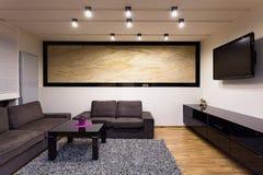 Appartamento urbano - salone comodo Immagini Stock Libere da Diritti