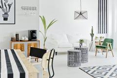 Appartement avec la conception moderne images libres de droits