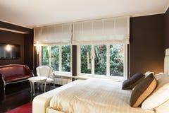 Appartement, chambre à coucher confortable photo libre de droits