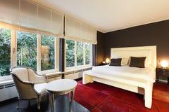 Appartement, chambre à coucher confortable photographie stock