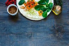 Appartement et légumes de tortillas Photographie stock libre de droits