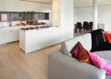 Appartement meublé, vue de salon images libres de droits