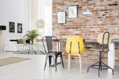 Appartement moderne avec le mur de briques Image stock