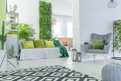 Appartement moderne avec le papier peint 3d Photo stock