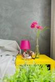 Appartement moderne dans l'idée grise photographie stock libre de droits