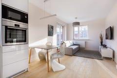 Appartement moderne et petit de studio images libres de droits