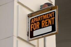 Appartement pour le signe de loyer Photographie stock libre de droits