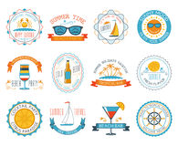 Appartement réglé par autocollants d'emblèmes de vacances d'été Photographie stock libre de droits