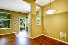 Appartement vide avec l'espace ouvert Couloir d'entrée Image libre de droits