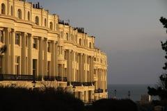 Appartements à Brighton Angleterre Rangée classique d'architecture de régence des appartements grands à la mode photo stock