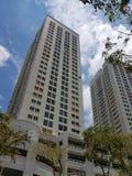 Appartements ayant beaucoup d'étages de résidences de HDB avec le parking à plusiers étages Photos libres de droits
