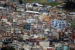 Appartements brillamment peints à Quito, Equateur Photo stock