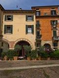 Appartements colorés à Vérone, Italie Photos libres de droits
