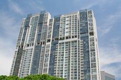 Appartements de luxe de service avec le ciel Photographie stock libre de droits