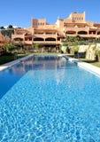 Appartements de luxe de vacances ou de vacances sur l'urbanisation Photo stock