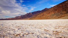 Appartements de sel au bassin de Badwater dans Death Valley Image libre de droits