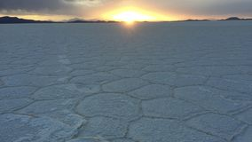 Appartements de sel d'Uyuni au coucher du soleil, Bolivie du sud images stock