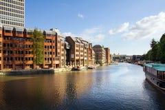 Appartements de ville de canal Images libres de droits