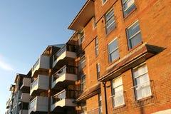 Appartements neufs par la mer Photographie stock libre de droits