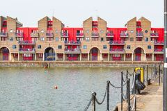 Appartements portuaires au bassin de Shadwell à Londres Photos stock