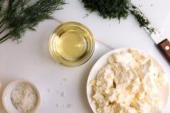Appatizer Τυρί εξοχικών σπιτιών με το τεμαχισμένο ελαιόλαδο μαράθου και Στοκ Εικόνες