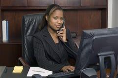 Appel d'affaires avec un sourire Images stock