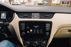 Appel de message vocal dans la voiture CarPlay d'Apple Image libre de droits