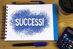 Appel de motivation de succès des textes d'écriture de Word Concept d'affaires pour l'accomplissement d'accomplissement d'un cert photo stock
