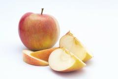 Appel die in de Helft wordt gesneden Stock Afbeelding