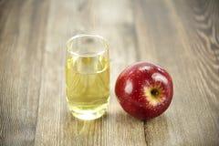Appel en appelsap stock afbeeldingen
