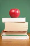 Appel en boeken Stock Afbeeldingen