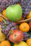 Appel en mediterraan fruit Royalty-vrije Stock Foto's