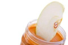 Appel en pindakaas stock foto