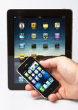 Appel ipad 2 en iPhone 4S Royalty-vrije Stock Foto's