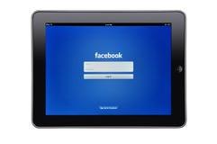 Appel iPad met facebook app Royalty-vrije Stock Afbeeldingen