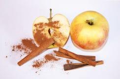 Appel met kaneel stock afbeelding