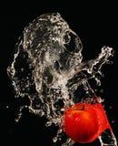 Appel onder lopend water. Royalty-vrije Stock Foto