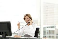 Appel téléphonique d'affaires photographie stock