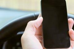 Appel téléphonique dans la voiture Photographie stock libre de droits