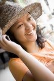 Appel téléphonique heureux Image stock