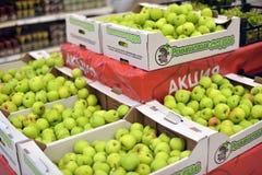 Appelen in de supermarkt Stock Afbeeldingen