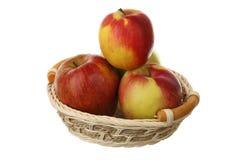Appelen in een mand Stock Fotografie