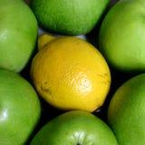Appelen en citroen Royalty-vrije Stock Foto's