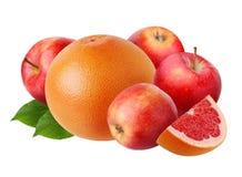 Appelen en grapefruit op witte achtergrond worden geïsoleerd die Royalty-vrije Stock Foto's